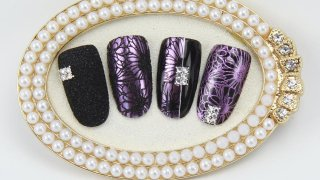 Jewelry-like nail art with mirror powder