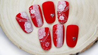 Romantic flower nail art also for Valentine's Day