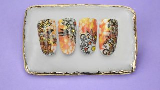 Bouquets with nail stamping on  bright marble base